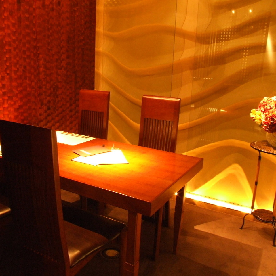 【Kaede - Kaede -】 It is a table type fully-private room that can be used for up to 4 people.It is ideal for use in various scenes such as girls' party, banquet, dinner party, entertainment etc.Please do not hesitate to tell us your preliminary content.