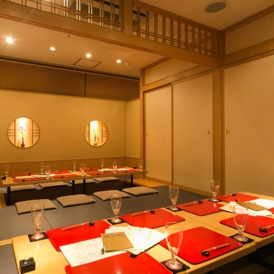 【Banquet hall】 Prepared a digging banquet hall that can be used for 16 to 20 people.Because we put partitions such as sliding doors, we will guide you in a complete private room according to the number of people you use.Because the banquet hall is popular, it is recommended that you book early.