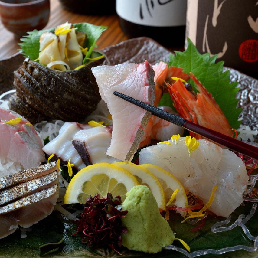 被分類的鮮魚做盛肉盤