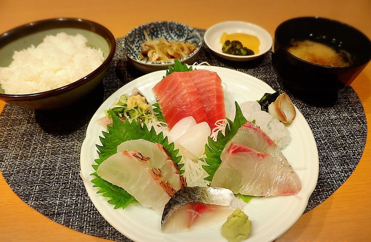 什錦生魚片套餐