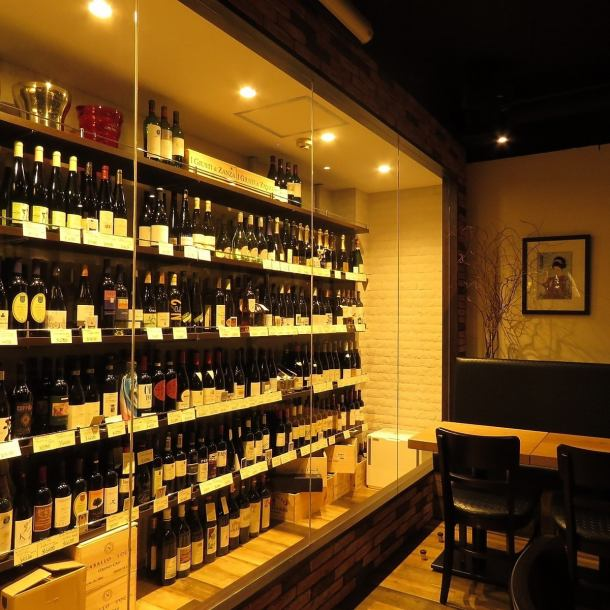 Inside is a chic and fashionable shop where wine bottles line up.Please come and join us for drinking parties and parties, gokoku!