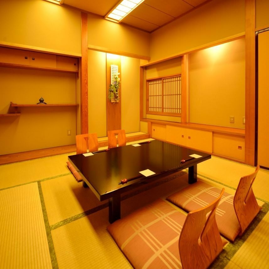The second floor is like a ryokan, and there is a school with a place to go.Recommended for your business talks and dinner party.Private room is 2 people ~ OK.Have a reservation by phone if you can.