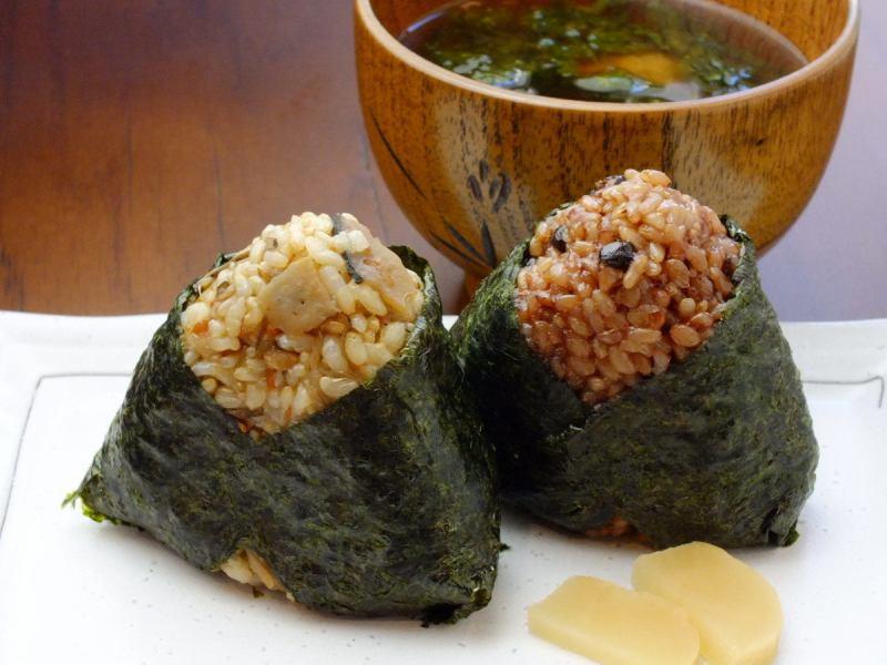 島根県産の有機栽培米を使用した玄米おにぎり