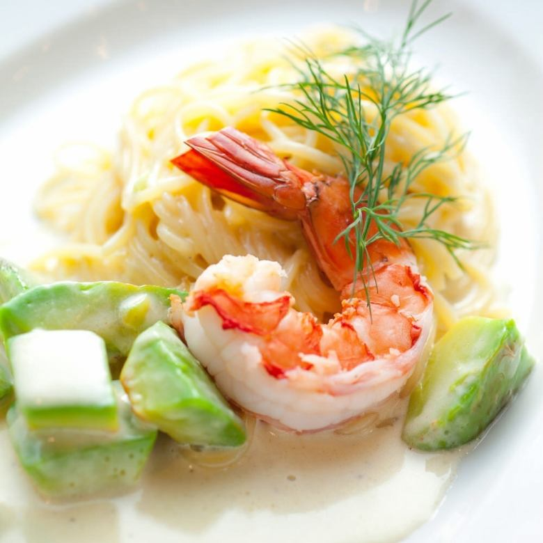 Shrimp and avocado cream pasta