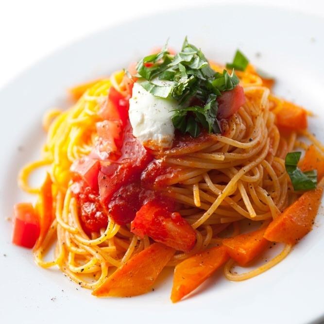 罗勒和奶酪番茄意大利面