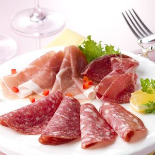 Assorted raw ham (raw ham, salami) Italian Proshoot