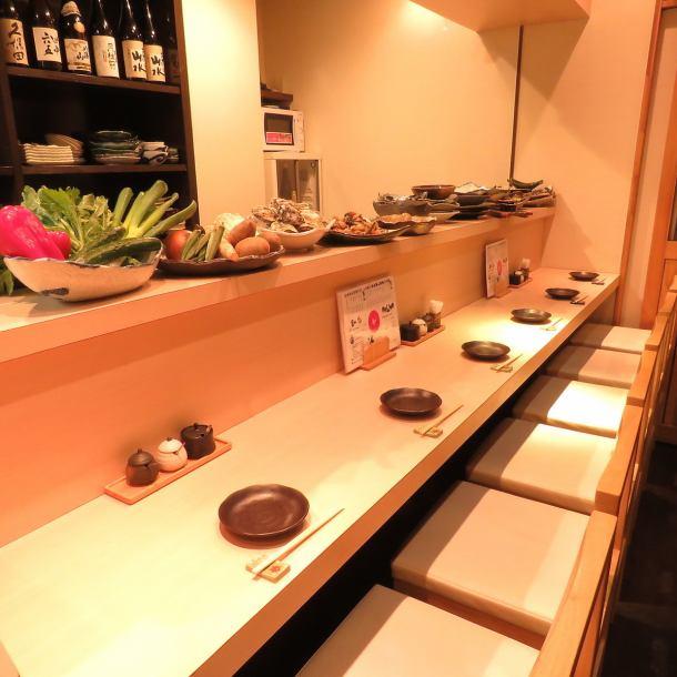 一个人热烈欢迎柜台,如下班后和二楼使用的saku饮料。