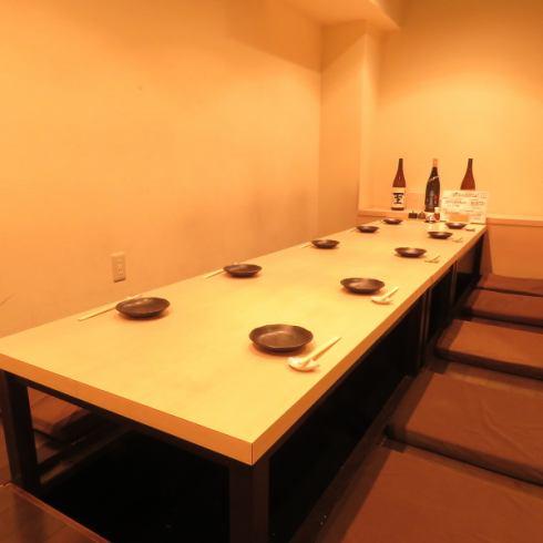 最大12名の宴会もOK!掘り炬燵式個室でゆったりと御過ごし頂けます。