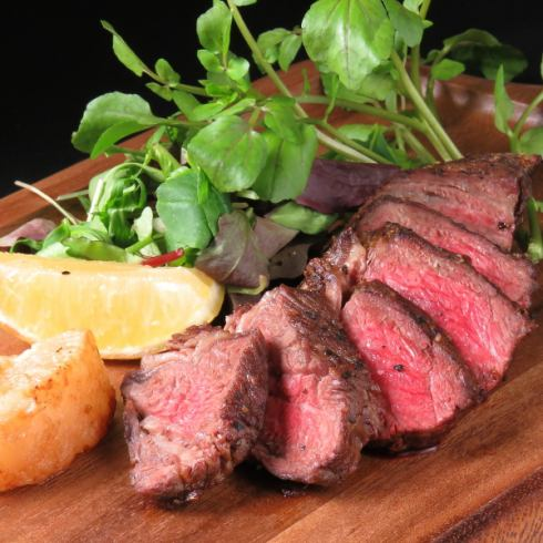 还提供肉类菜肴和其他一流的菜肴。