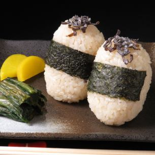 Rice balls with rice and salt kelp