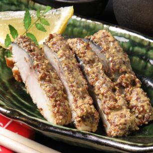 煙熏鹽漬鯖魚和穀物芥末