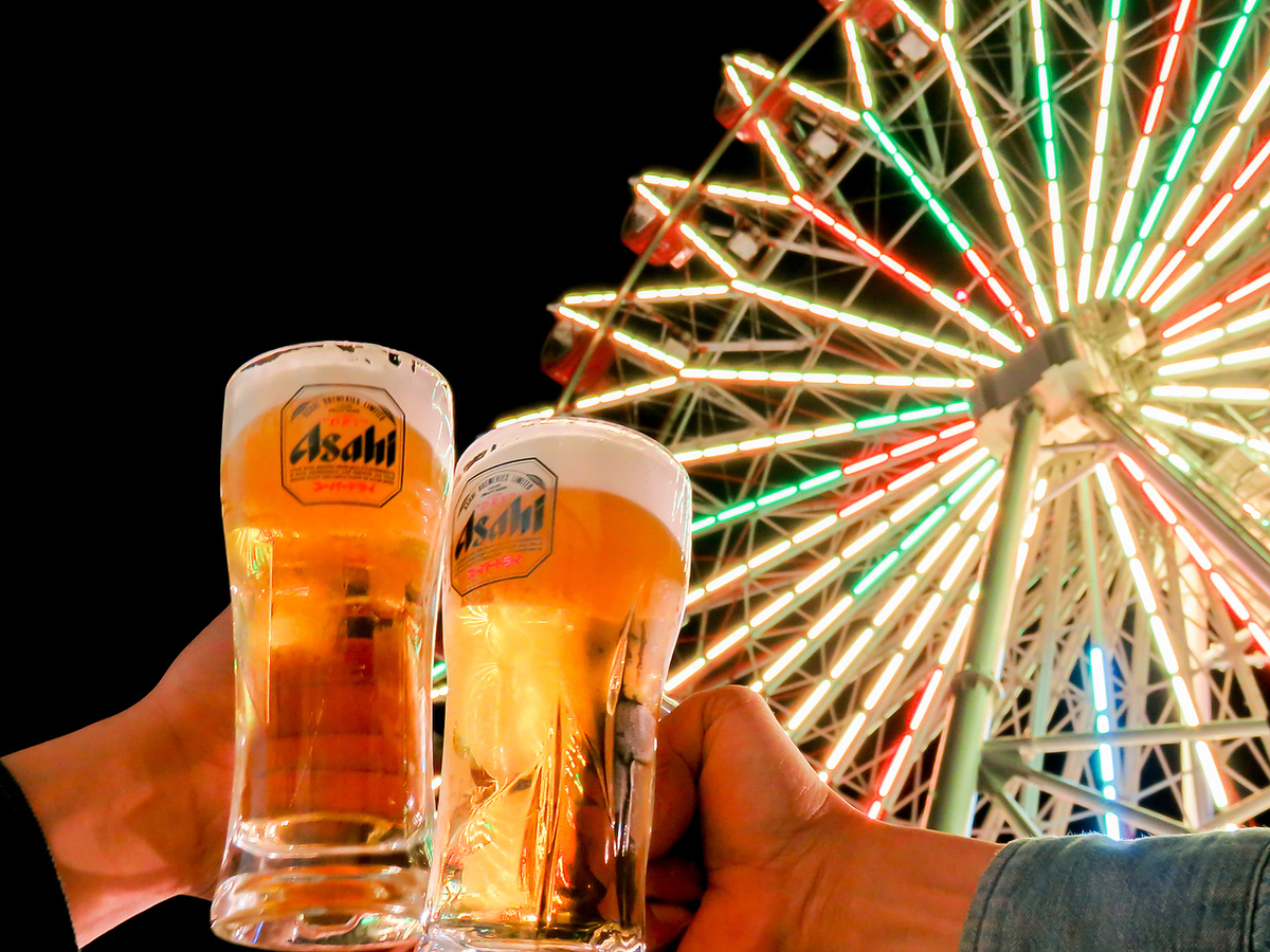 Asahi Super Dry! Cold draft beer on the quinch! Neon of the Ferris wheel on the rooftop further enhances the atmosphere!