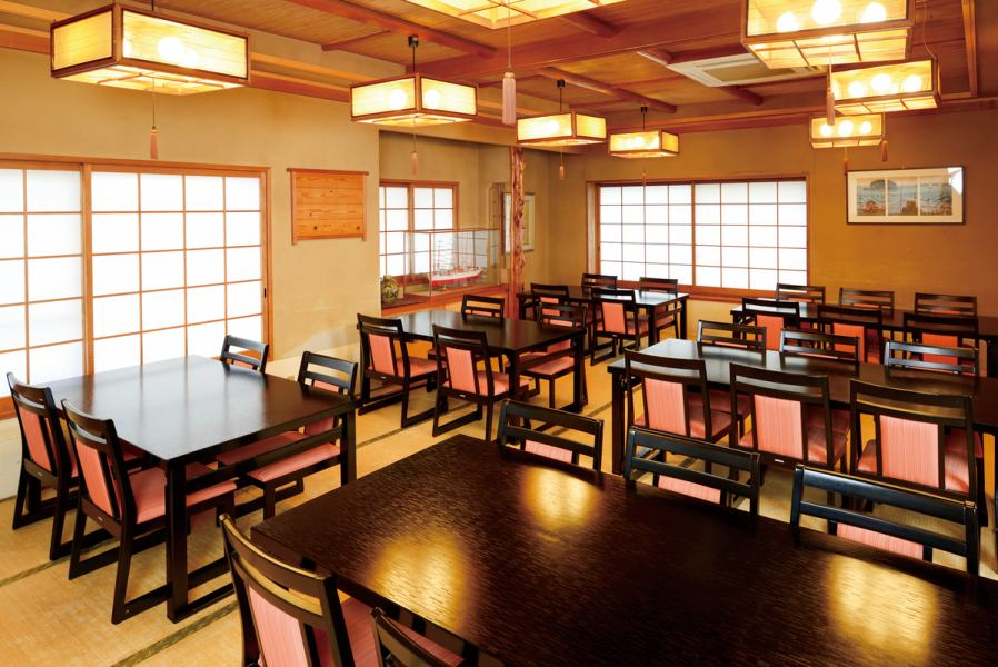 The interior that is bright and open and has a sense of cleanliness is outstanding. It is possible to use according to the table seat · digging tatami · private room and the scene.