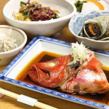Seasonal groundfish boiled fish set meal