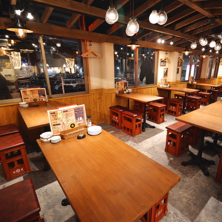 【2nd Floor】 Space to enjoy alcoholic drinks without imagining the popular tavern