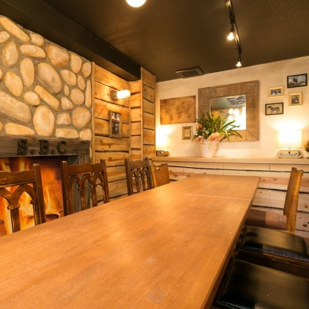 [半單間:6人包房×3/10人的私人房間×2]女會議和生日,我們提供了一個酒會,比如那些誰希望公司的私人空間也令人滿意的時尚空間。