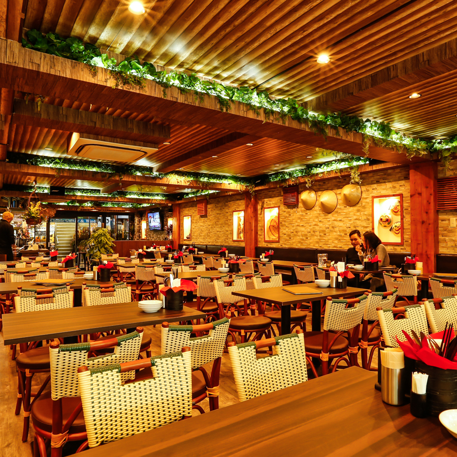 A resort dining in an exotic atmosphere ♪ Inside of a modern Asian shop mixed with culture of Asian countries.