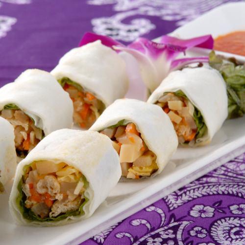 蔬菜沙拉/ Bovia(新加坡春卷)