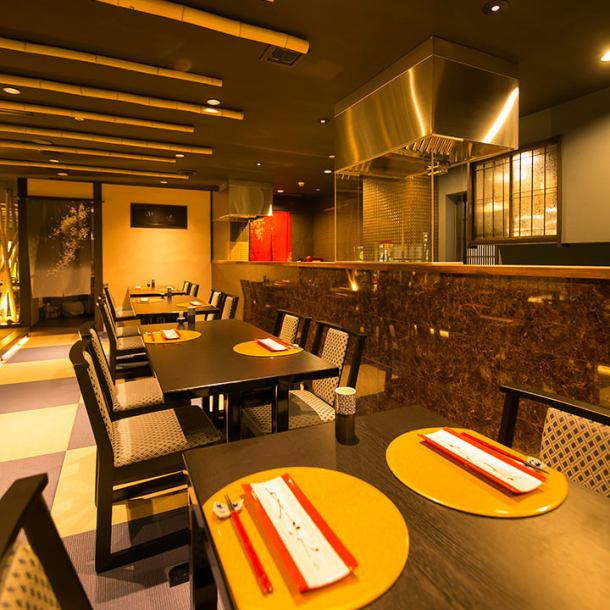 As you can eat relaxingly in a relaxed Japanese atmosphere, it will be a perfect seat for small banquets and dates.