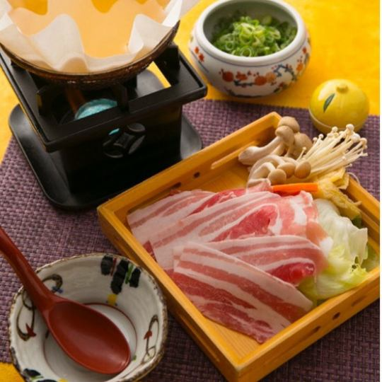 Kagoshima prefecture 6 white black pig use paper bowl Shabu lunch