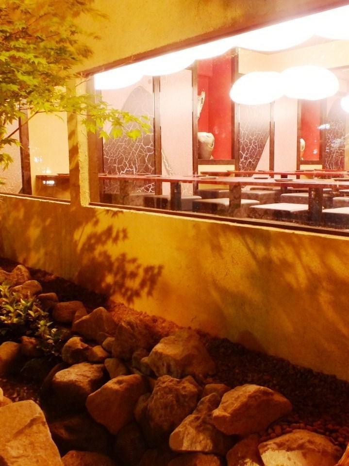 对于宴会厅,可以根据客人数量准备一个完整的私人房间,从大约10人到最多60人。