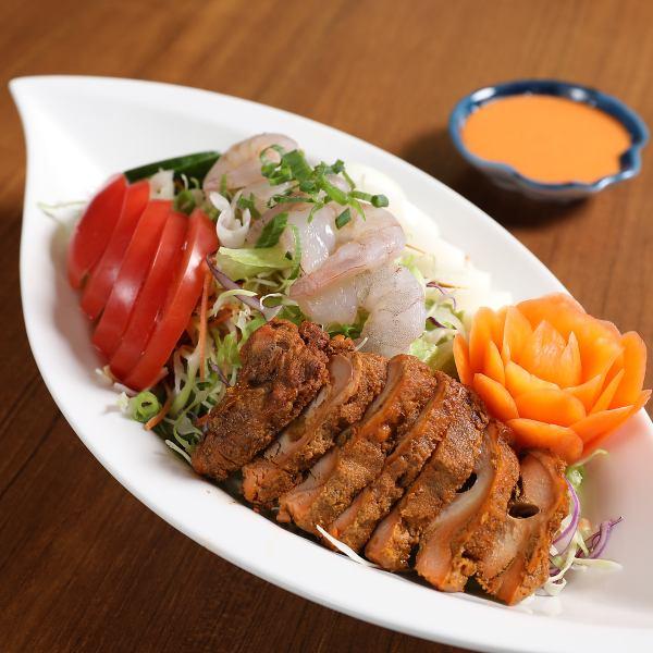 人気のある一品ひなたスペシャルサラダ自家製サラダと合わせて召し上がってください。