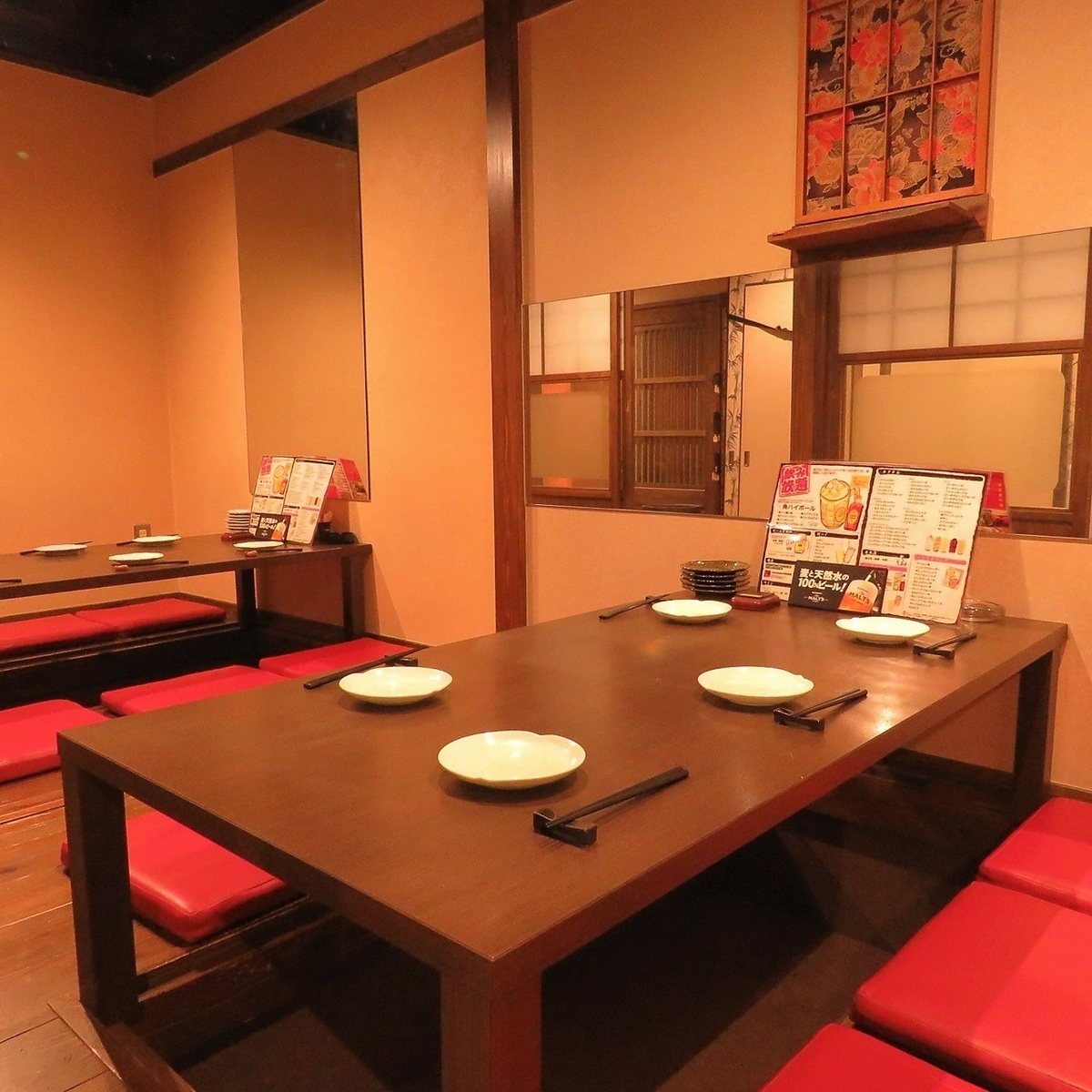 The tatami mat room for 10 people and up to 12 people will be here! It is popular!