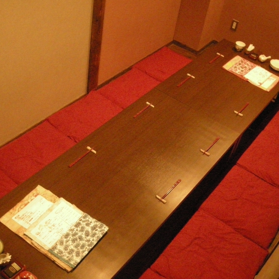 Various private rooms tailored to 6, 12, 18, 24, 34 people and number of people