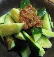 猪肉黄瓜李子饺子