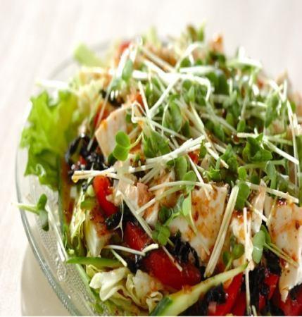 日式沙拉配蝦和豆腐