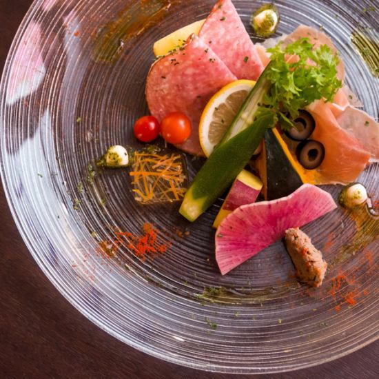 Please enjoy delicious dishes and sake with stylish meat bar ♪