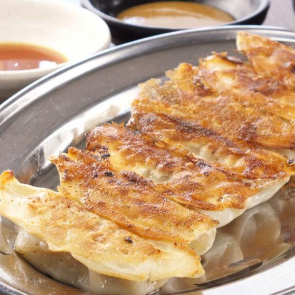 【增强的侧面菜单◎】清脆多汁的饺子是受欢迎的菜肴!我们精心制作每一个