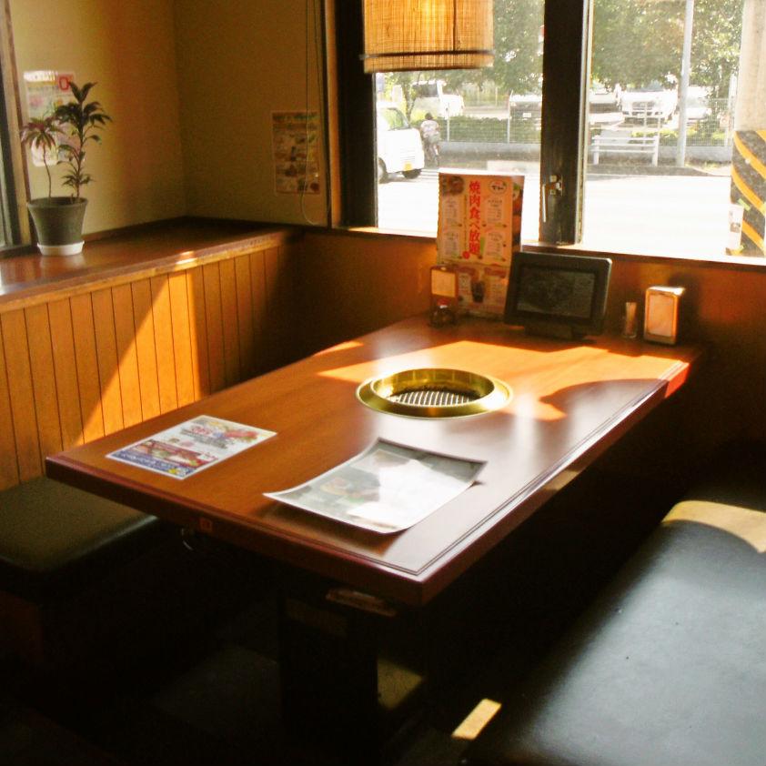 넓고 편안한 테이블 석