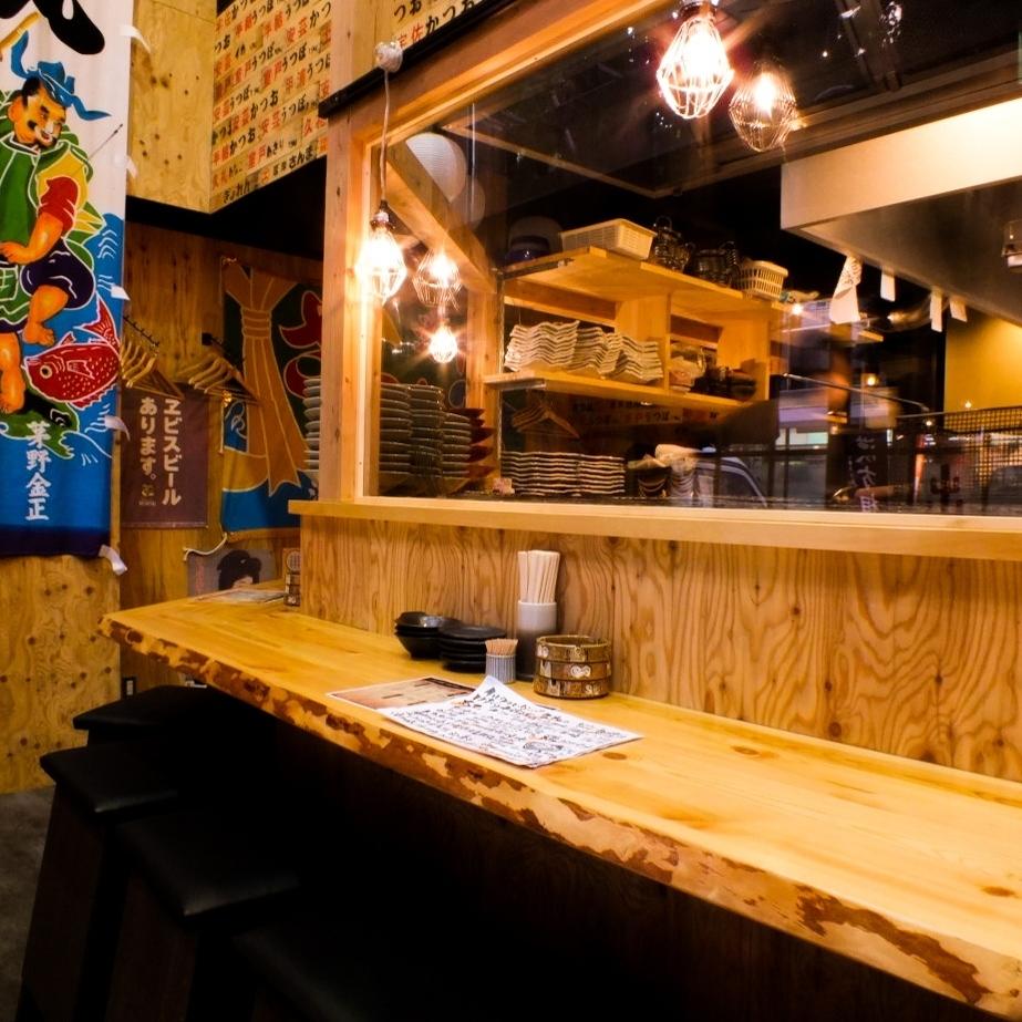 """柜台座位充满力量!柜台座位有限""""限量!伊势虾,鲍鱼,反复无常的工厂套装""""是1500日元!自开放以来,它是一个不受欢迎的热门项目。"""