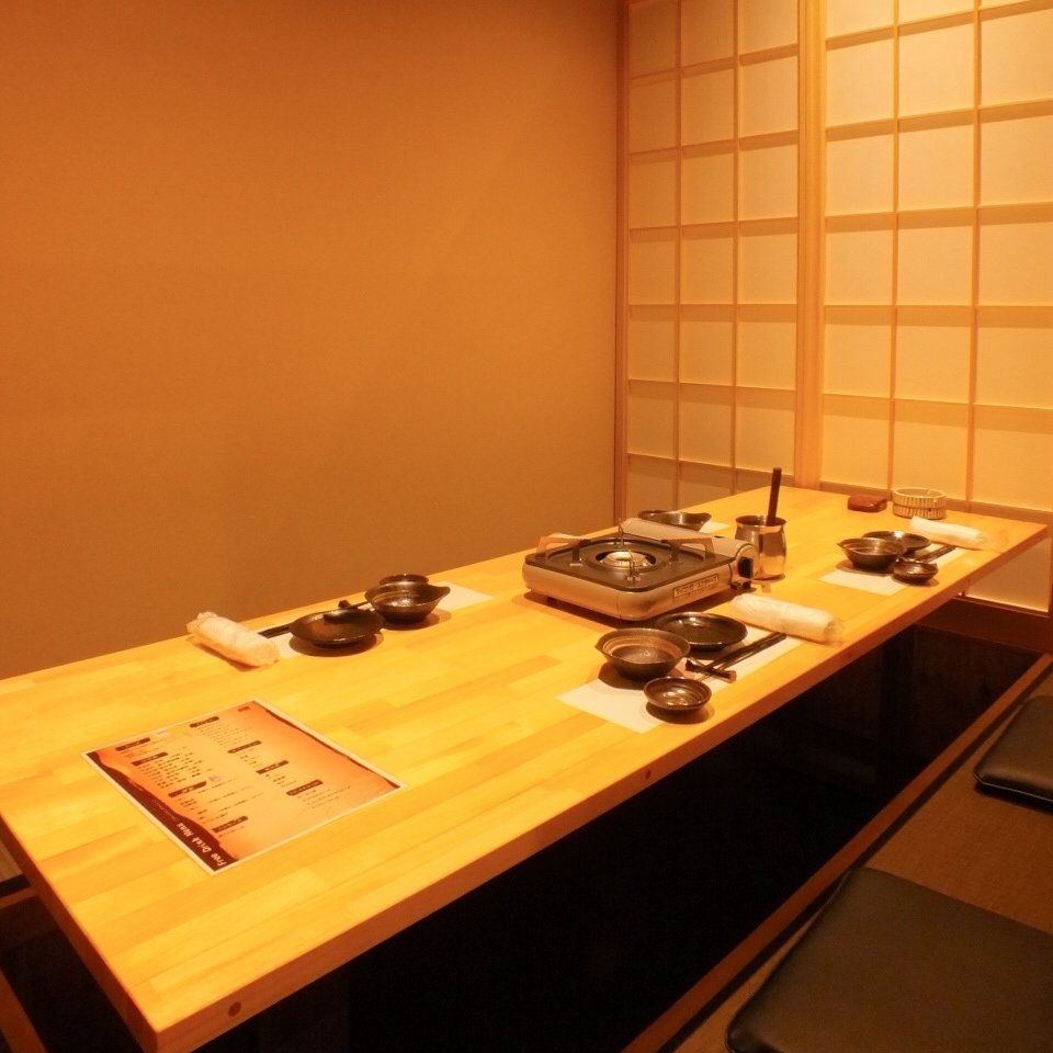 Enjoy private rooms for 8 people! Please use it in various scenes such as entertainment and girls' association, drinking department.