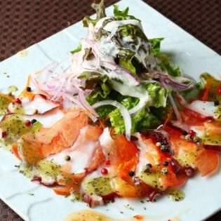 Seafood carpaccio / seafood basil salad