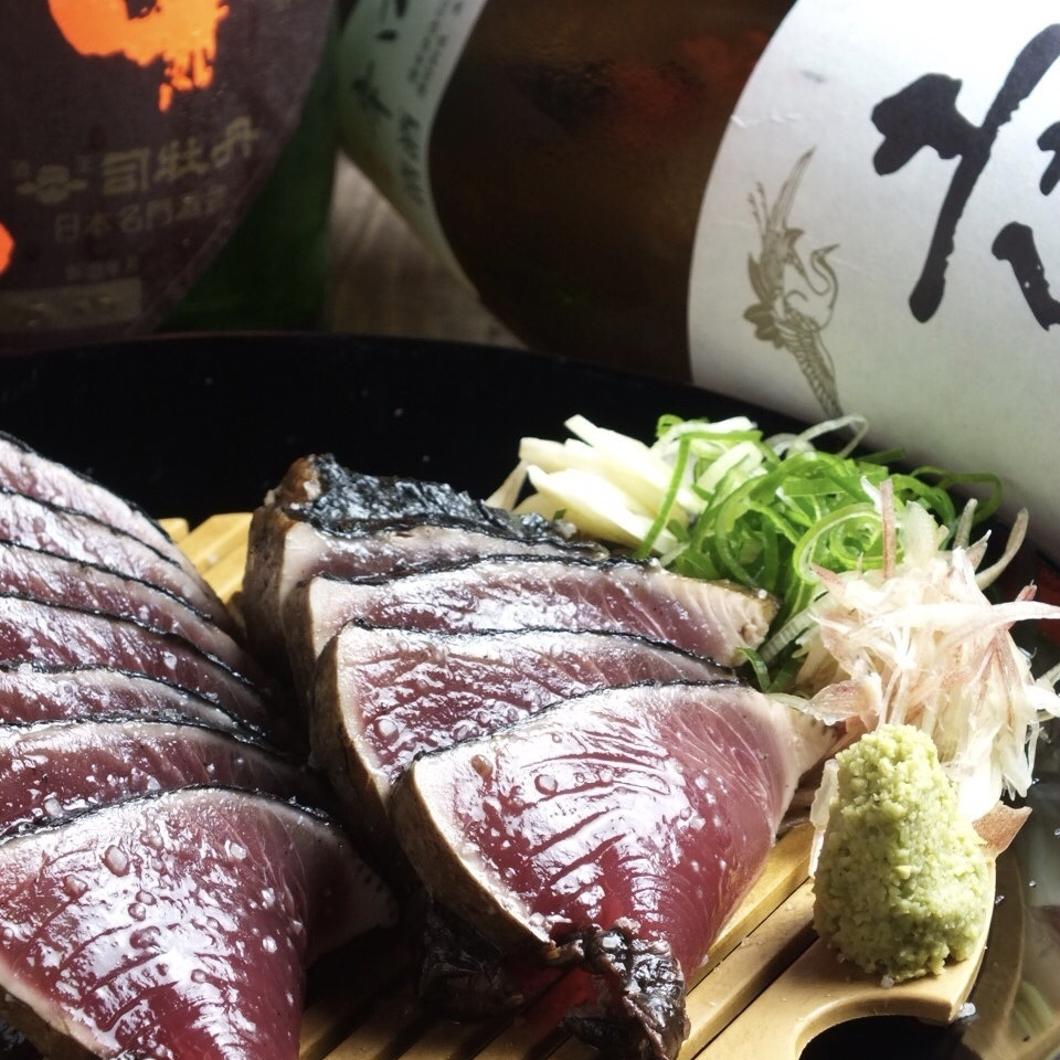 I enjoy Japanese sake which is superb compatible with exquisite bonito dishes!