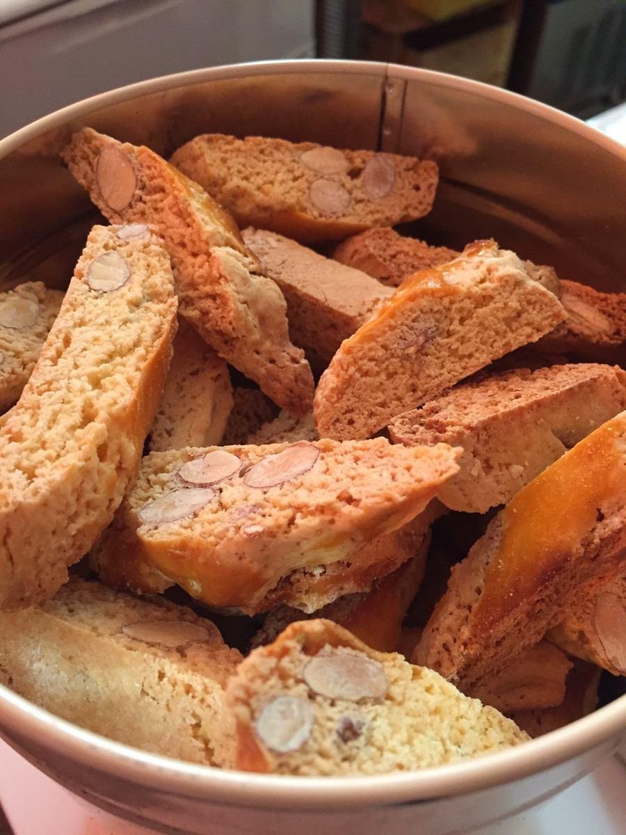 自制Kanzucz(Biscotti di Plato)托斯卡纳世界着名的意大利蛋糕,起源于佛罗伦萨附近