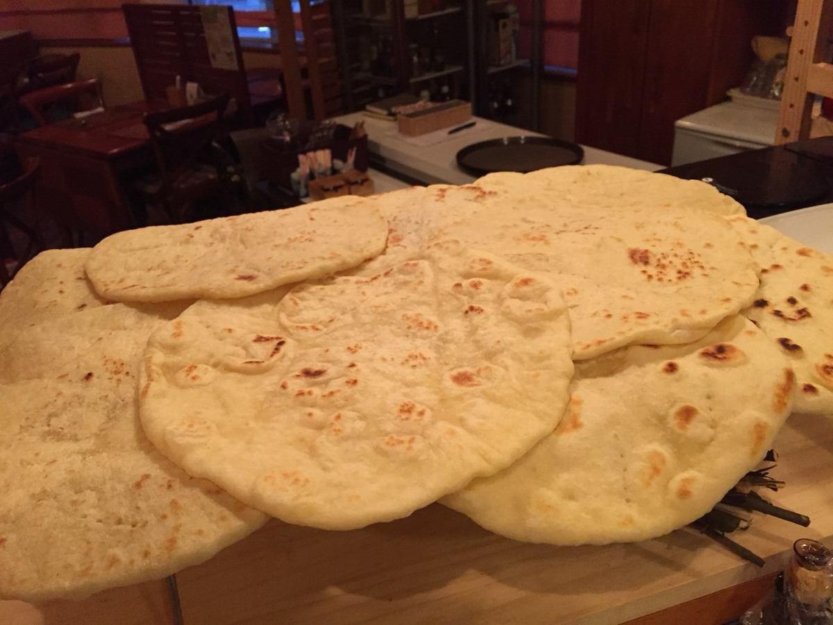 PIADA PIADA的一块我们烤制了罗马涅餐厅烘焙的各种配料。