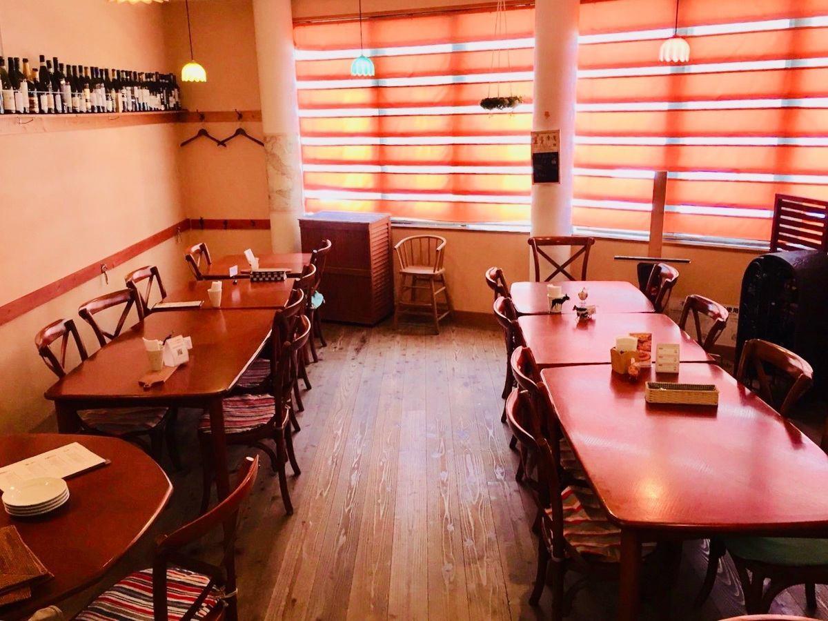 少人数 又は、10〜16名様程の宴会 食事会 等に最適なイタリアンレストラン 最大24名様まで着席にて宴会が可能です。