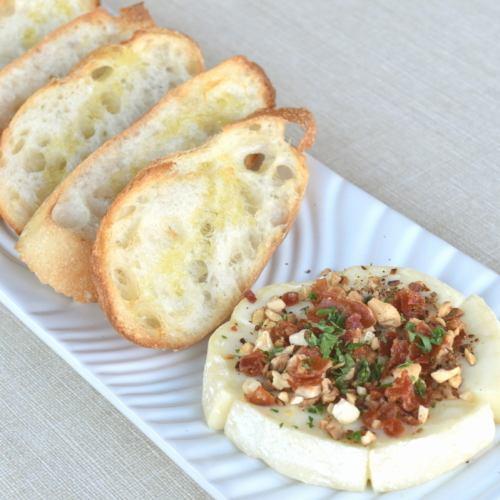 焼きカマンベールチーズ ~カリカリナッツのふりかけ~