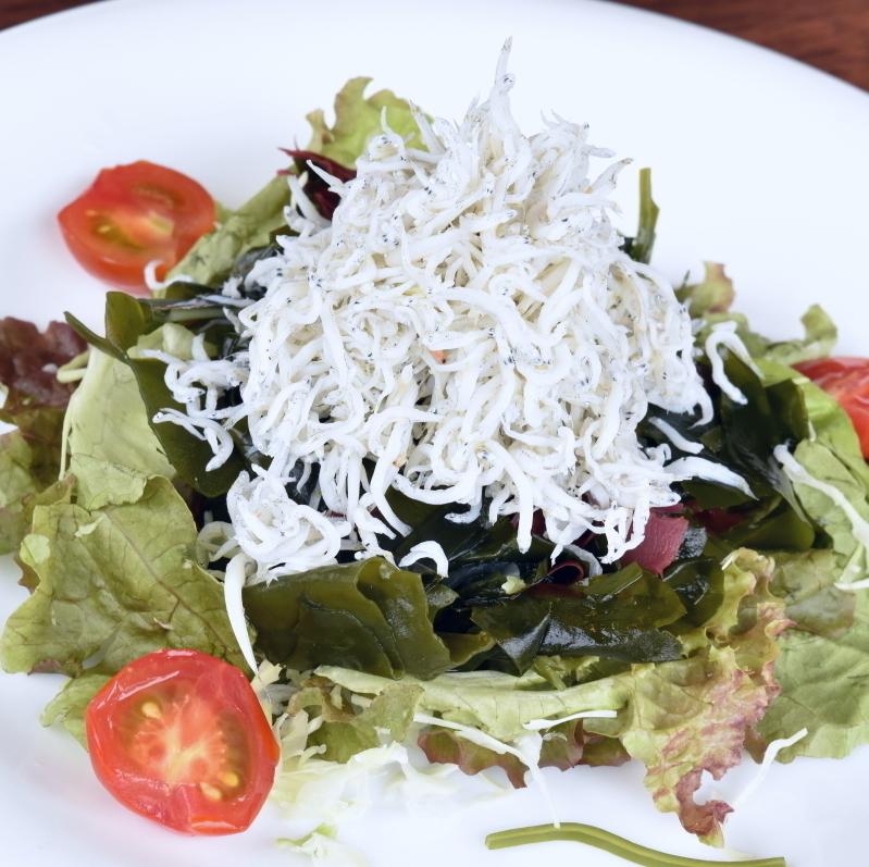 나루토 미역과 보자기의 샐러드