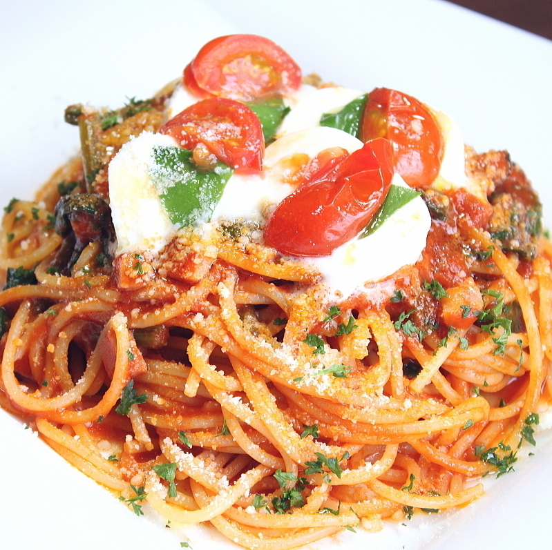 베이컨과 가지 시금치의 토마토 소스 스파게티