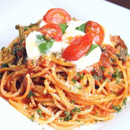 ベーコンと茄子・ほうれん草のトマトソース・スパゲッティ