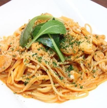 海の幸とキノコのチリトマトクリームスパゲッティ