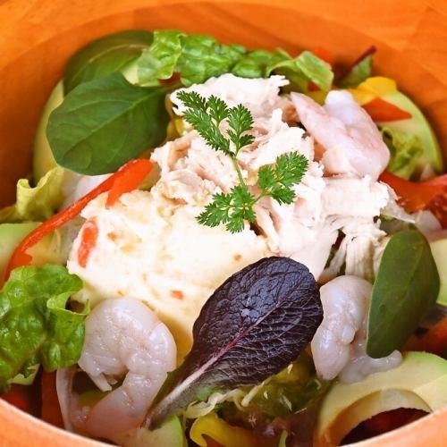 海老とアボカドの彩りコブサラダ