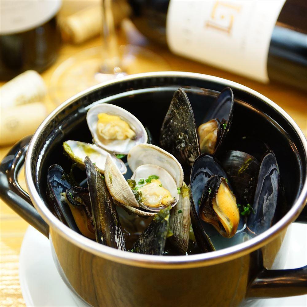 貽貝,蛤蜊,Aoji膠水在cocotte釀白葡萄酒