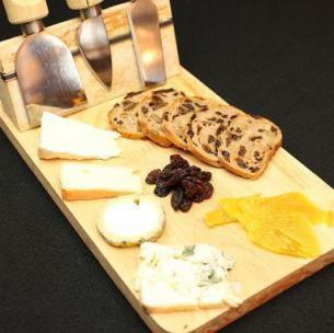 Assorted European cheese varieties (with raisin pans and dried fruits)