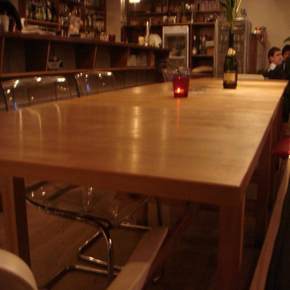 一張桌子最多可吸引15位客人!