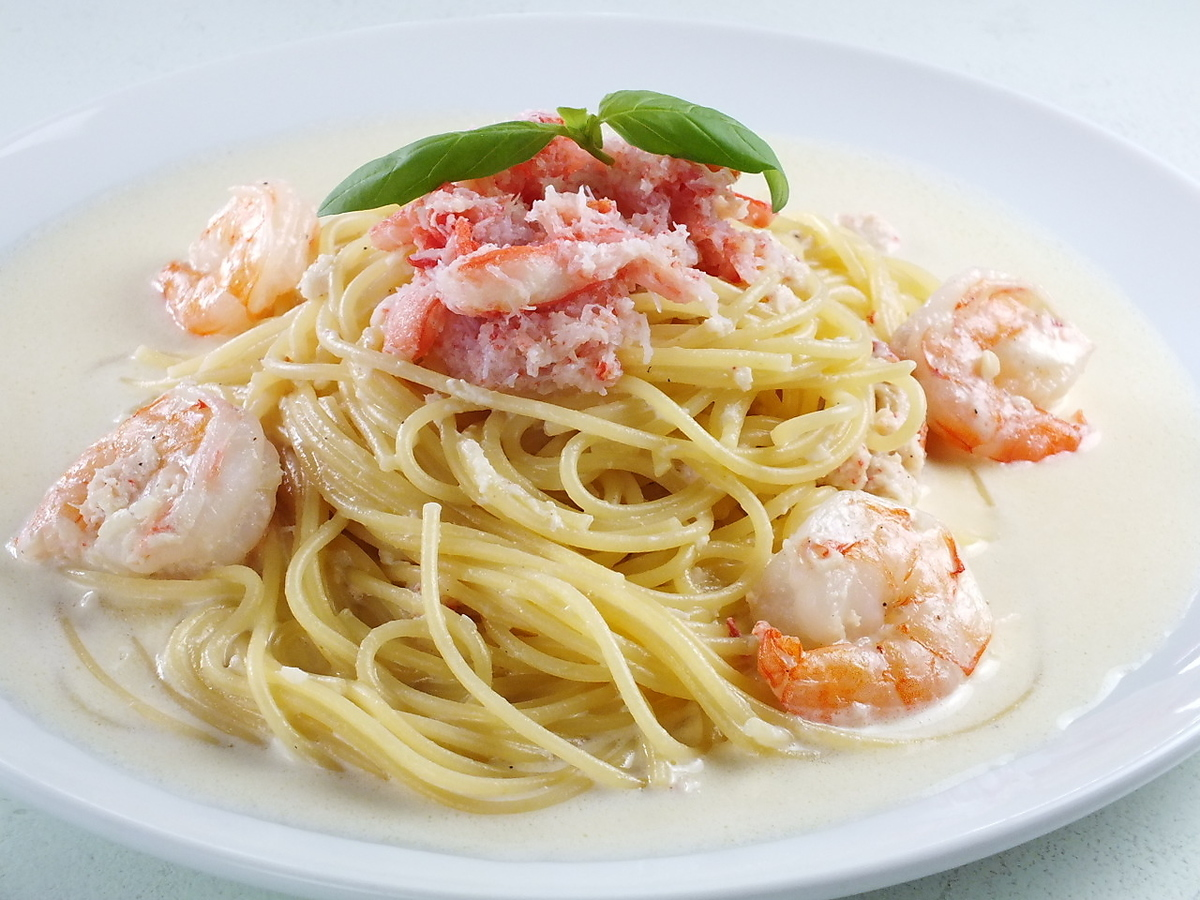 Shrimp and crimson crab crab cream pasta